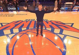 Ломаченко відвідав матч НБА, де прорекламували його бій (ВІДЕО)