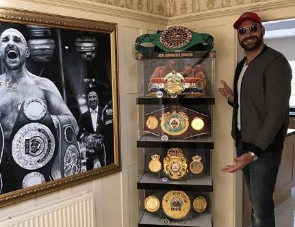 Фьюрі хвалиться своїми здобутками у профі боксі (ФОТО)