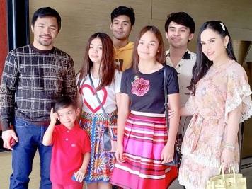 Менні Пакьяо зі своєю великою родиною (ФОТО)