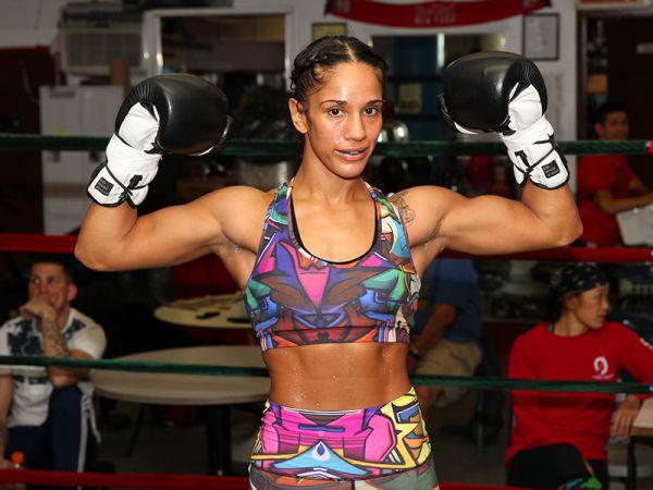 Одна з найтитулованіших і найкрасивіших боксерок світу переходить в ММА