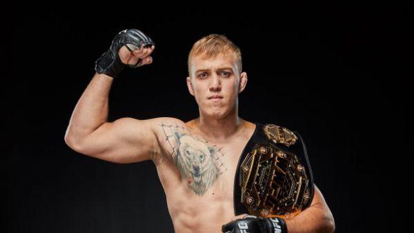 Співак здобув першу перемогу в UFC (ВІДЕО)