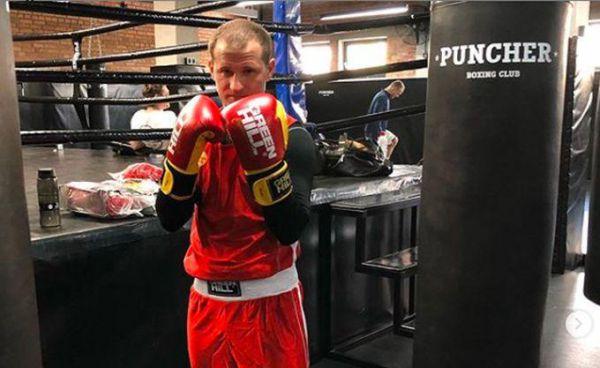 Як скандальний футболіст Алієв дебютував у боксі (ВІДЕО)
