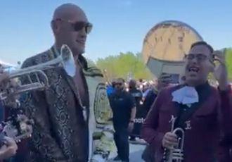 Фьюрі запалює з мексиканськими музиками (ВІДЕО)
