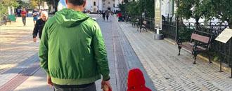 Милість дня: Усик веде сина за руку до церкви (ФОТО)