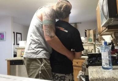 З UFC на кухню: Ронда Роузі готує сніданок для свого коханого (ВІДЕО)