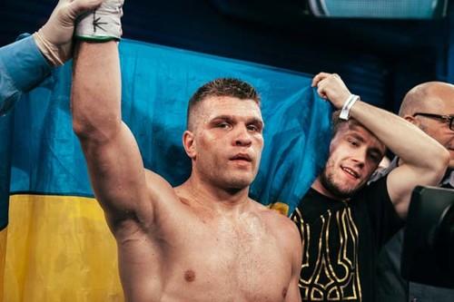 Дерев'янченко гарує в залі, готуючись до бою з Чарло (ВІДЕО)