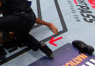 Суддя MMA зганьбився через діряві шкарпетки (ФОТО)