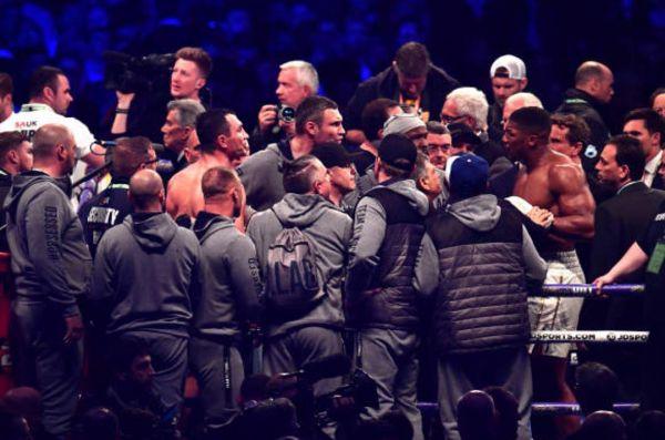 Після бою з Володимиром Кличком Ентоні Джошуа ледь не побився з Віталієм Кличком