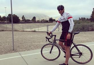 Кадр дня. Гвоздик на велопрогулянці в Каліфорнії