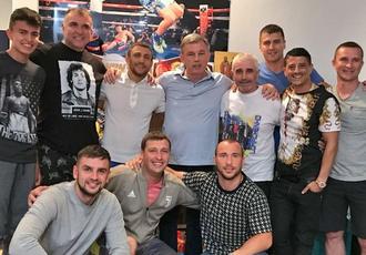 Кадр дня: Ломаченко і Гвоздик в оточенні команд