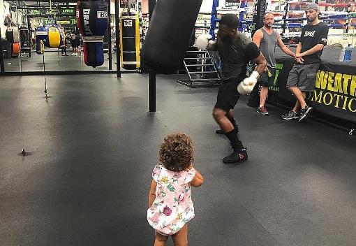 Кадр Дня: Баду Джек тренується під наглядом маленької доньки