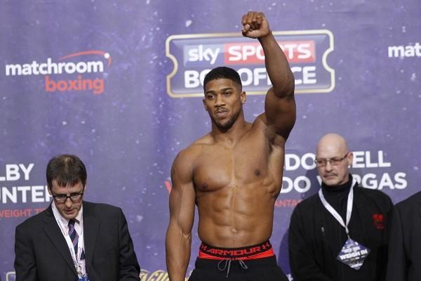 Джошуа назвав Усика топовим боксером, але битися з ним не буде