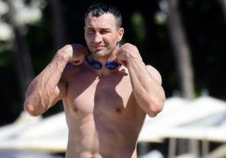 Кадр Дня. Володимир Кличко на пляжі в Барбадосі