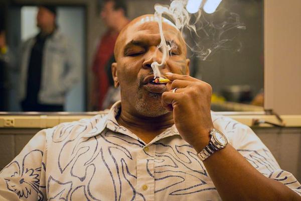 Майк Тайсон заявив, що курив марихуану перед поєдинком з Джонсом