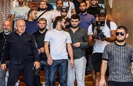 Нурмагомедов з командою прибув в Абу-Дабі (ФОТО)