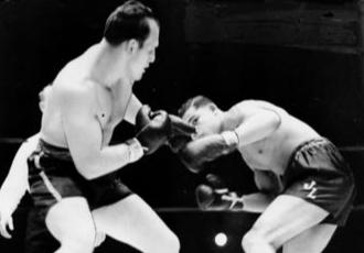 7 серпня 1935 року 21-річний Джо Луїс (20-0, 16 КО...