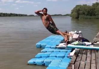 Ломаченко та Усик стрибають у ставок (ВІДЕО)