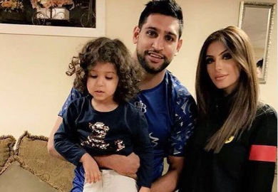 Кадр Дня: Амір Хан з дружиною і донькою