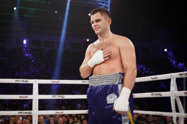Український боксер Дмитро Митрофанов (9-0-1, 5 КО)...