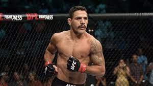 Екс-чемпіон UFC у легкій вазі Рафаель Дос Аньос за...