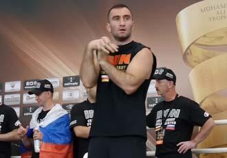 Гассієв показав силу на місці Усика (ВІДЕО)