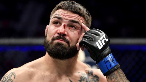 Боєць UFC вдарив літнього чоловіка в ресторані (ВІДЕО)