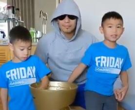 Донейр виконав обіцянку, дану своїм синам. Іноуе позичив йому Кубок Алі (ВІДЕО)