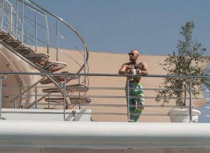 Макгрегор показав свою гігантську яхту (ФОТО)
