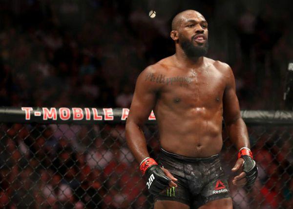 Джонс скаржиться, що досі не домовився з UFC про підвищення гонорарів