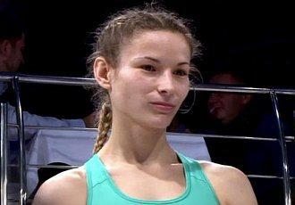 Українська красуня підписала контракт з UFC