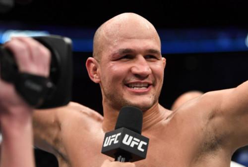 Екс-чемпіон UFC Джуніор Дос Сантос та Алістар Овер...