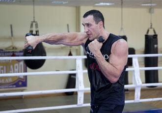 Володимир Кличко (64-4, 54 КО) готується до бою пр...