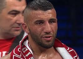 Турецький боксер Авні Йилдирим (21-2-0, 12 KO) діл...