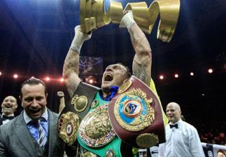 Усик отримав пояс чемпіона The Ring (ФОТО)