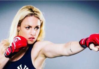 Красуня-чемпіонка виступає за емансипацію в боксі