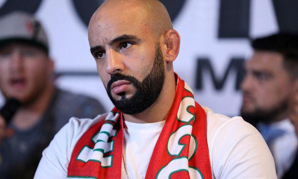 Бійця UFC звільнили, бо той таємно провів друга на