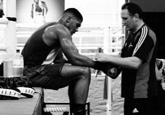 Чемпіон IBF в суперважкій вазі Ентоні Джошуа (18-0...