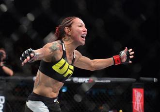 UFC. Кіборг знищила суперницю (+ВІДЕО)