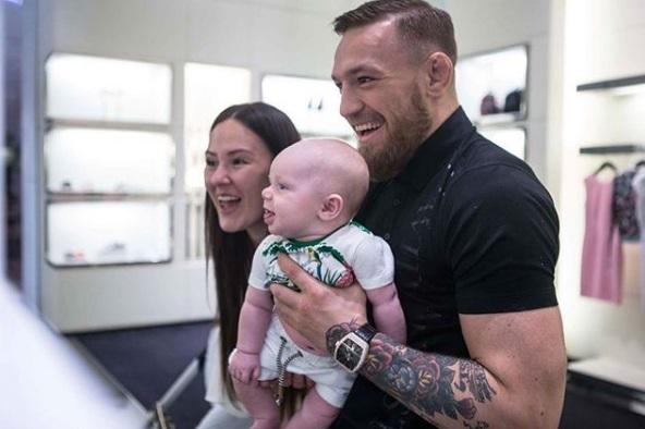 Макгрегор з сином дивляться поєдинки UFC (ВІДЕО)