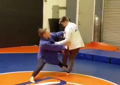Роузі тренує юних дзюдоїстів (ВІДЕО)