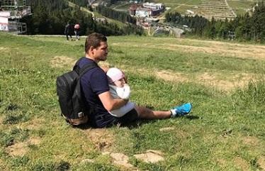 Милість дня. Маленька донька Берінчика в ринзі з Олександром Усиком (ВІДЕО)