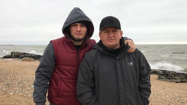 Батько Нурмагомедова про святкування перемоги: Накриємо стіл на три тисячі осіб