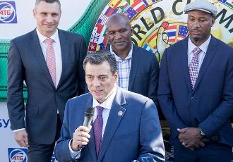 Президент WBC: Битва Мейвезер - Нурмагомедов принесе багато грошей