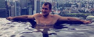 Ковальов проводить відпочинок в Сінгапурі (ФОТО)