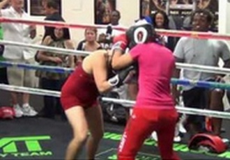 14-річна дівчинка нокаутувала дорослу боксерку (ВІДЕО)