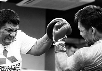 Пакьяо викладається на повну перед боєм з Бронером (ВІДЕО)