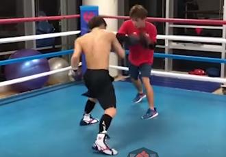 Японський чемпіон відправив спаринг-партнера в нокдаун (ВІДЕО)