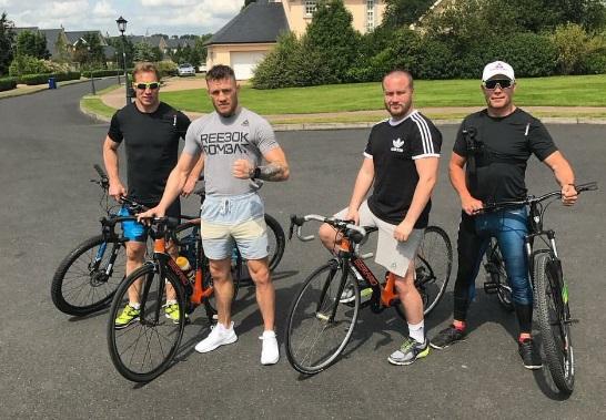 МакГрегор з командою на велопрогулянці (ФОТО)