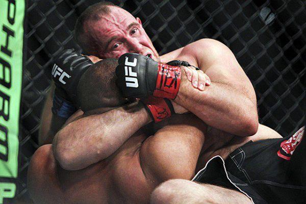 Олійник переміг Пшета прийомом Ezekiel choke, увійшовши в історію UFC