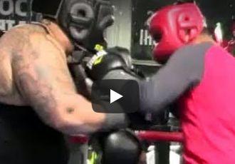 Майкі Гарсія спарингує зі 140-кілограмовим боксером (ВІДЕО)